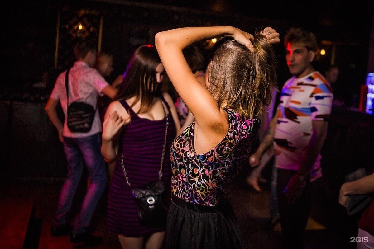 Телки реально танцуют на дискотеках, частные русские лесбиянки видео галереи