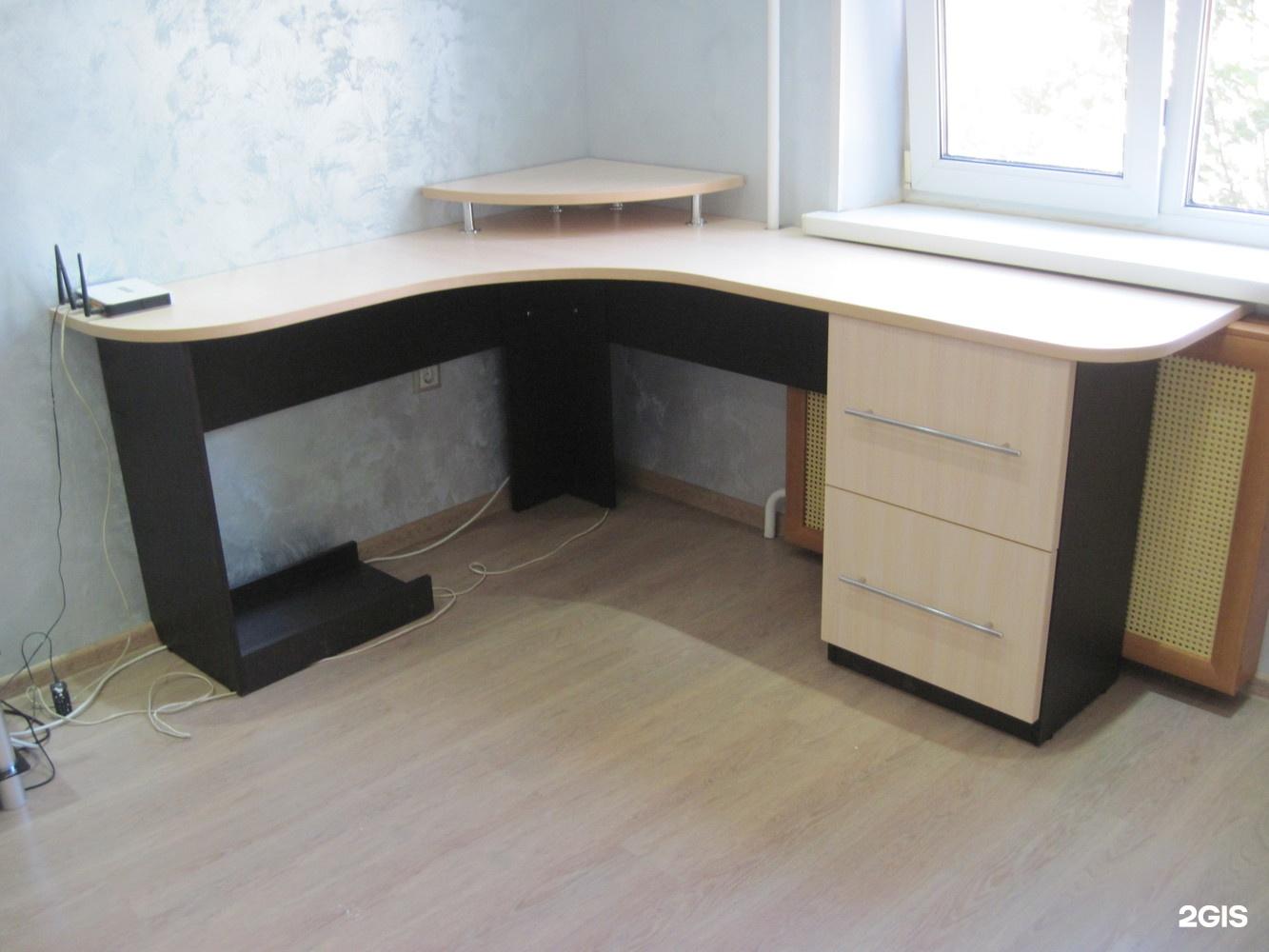 Столы (письменные, обеденные, компьютер).
