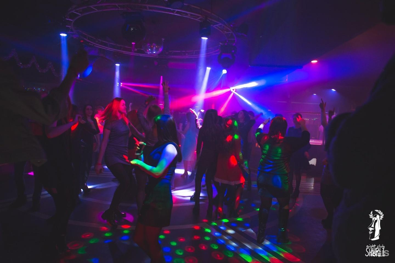 Жир ночной клуб девушек лапают в ночном клубе