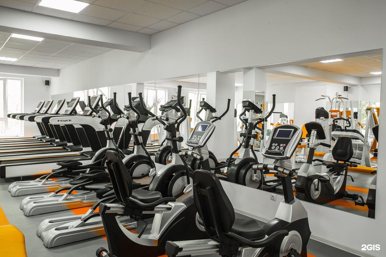 В фитнес-клубе можно найти инструктора, который составит индивидуальную программу оздоровления и укрепления организма.